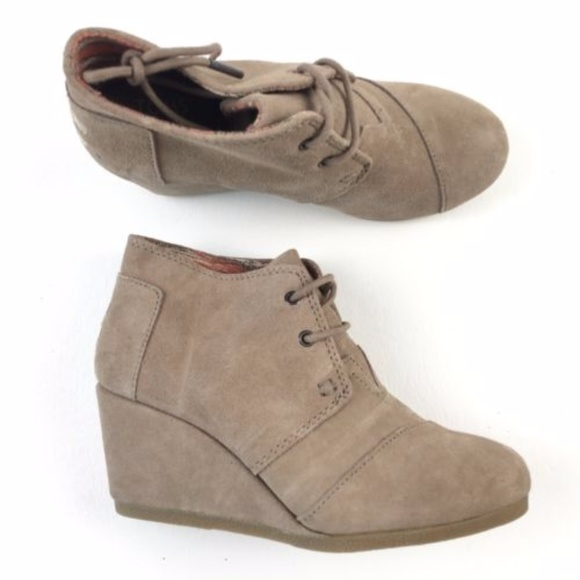 Toms Shoes   Desert Taupe Suede Booties